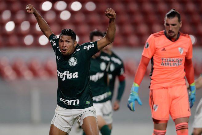Palmeiras goleó a River Plate y quedó con un pie y medio en la final de la Copa Libertadores.