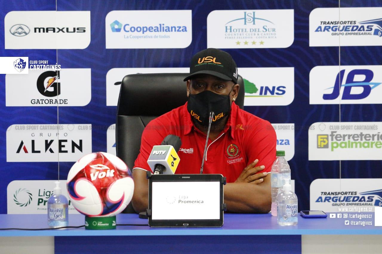 """Hernán Medford: """"No jugamos como lo veníamos haciendo y por más equivocaciones de los árbitros, nosotros no lo hicimos bien""""."""