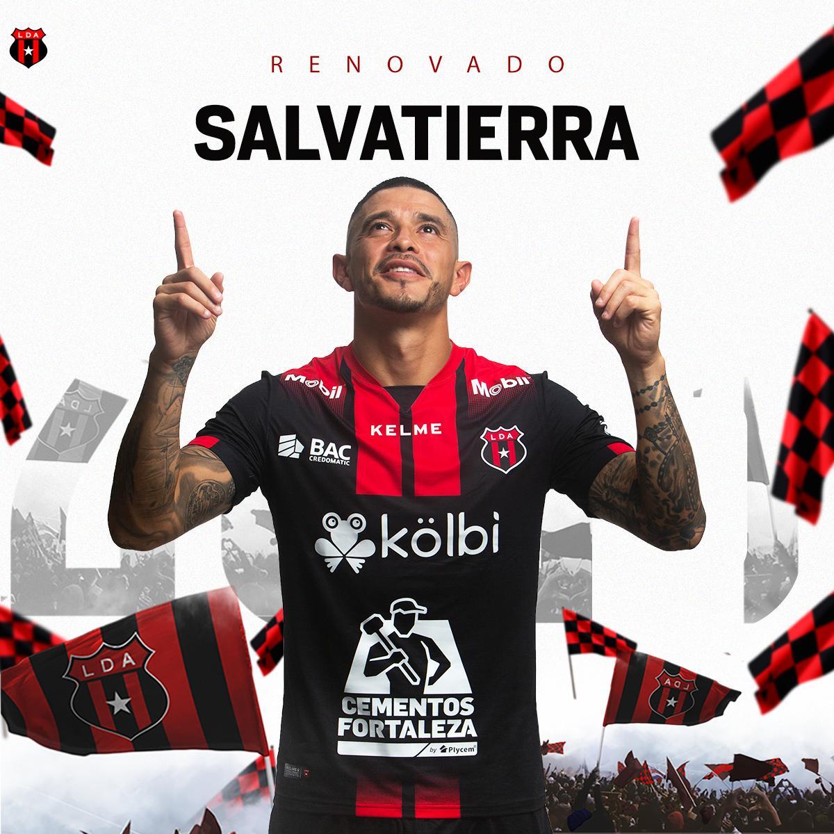 Alajuelense renovó a Salvatierra por un año más.