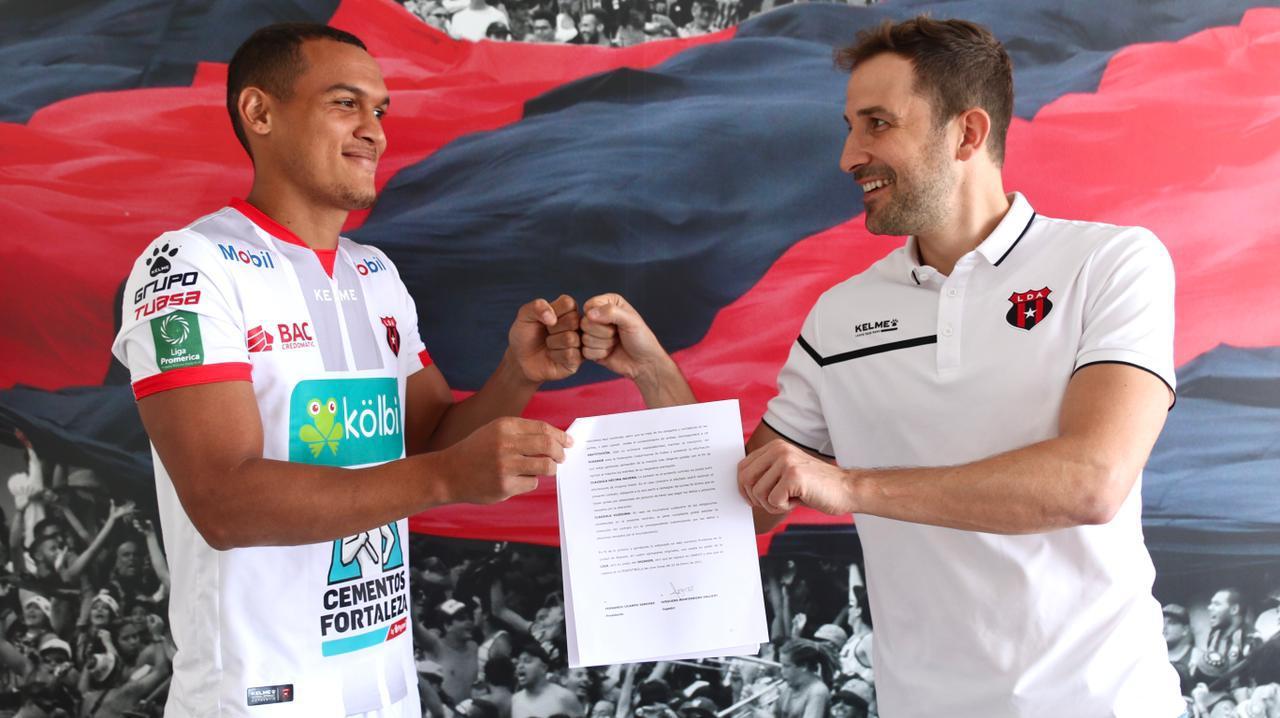 Jurguens Montenegro amplió su contrato con el campeón nacional hasta junio de 2024.