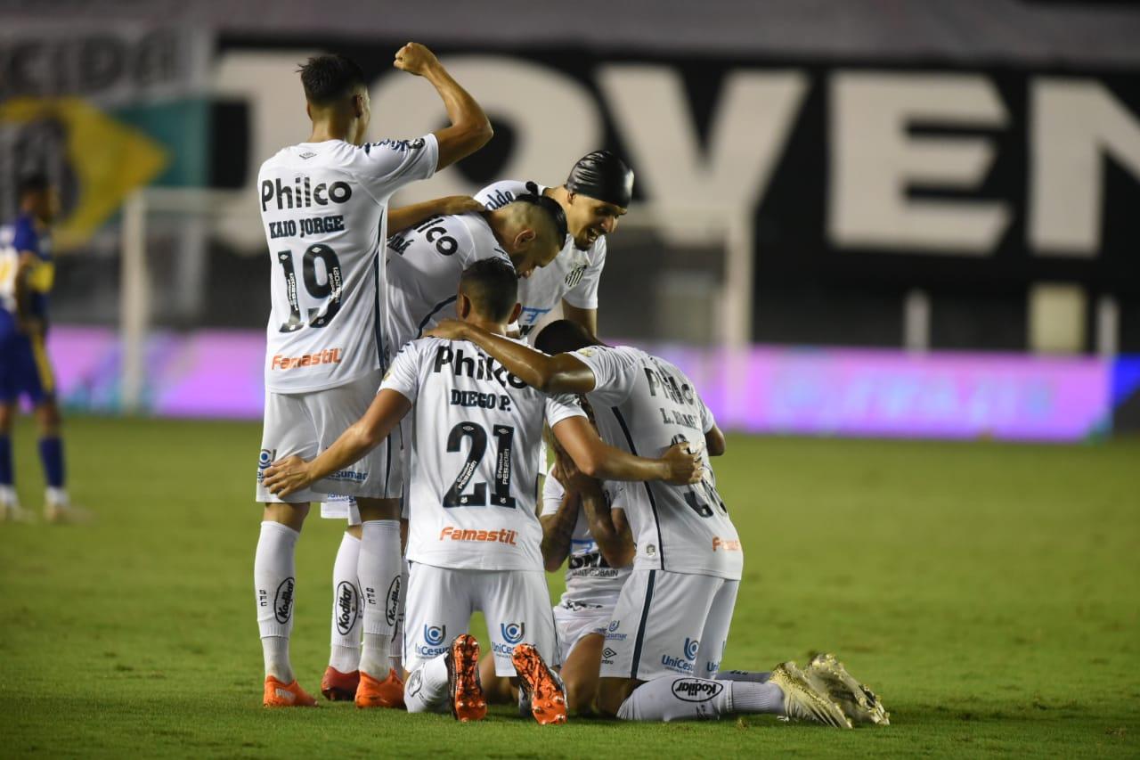 Santos goleó a Boca Juniors y jugará la final de la Copa Libertadores.