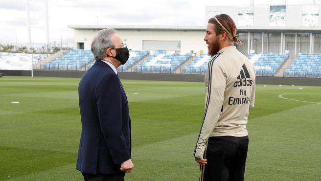 Sergio Ramos rechaza oferta de Real Madrid y se ve con Messi en PSG.