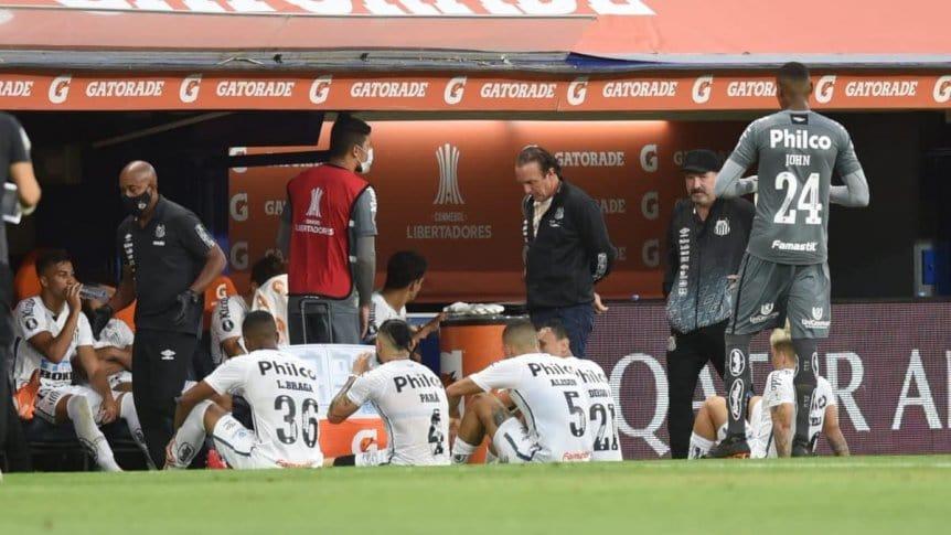 Escándalo en el Santos y alarmas en Boca Juniors por casos de COVID-19.