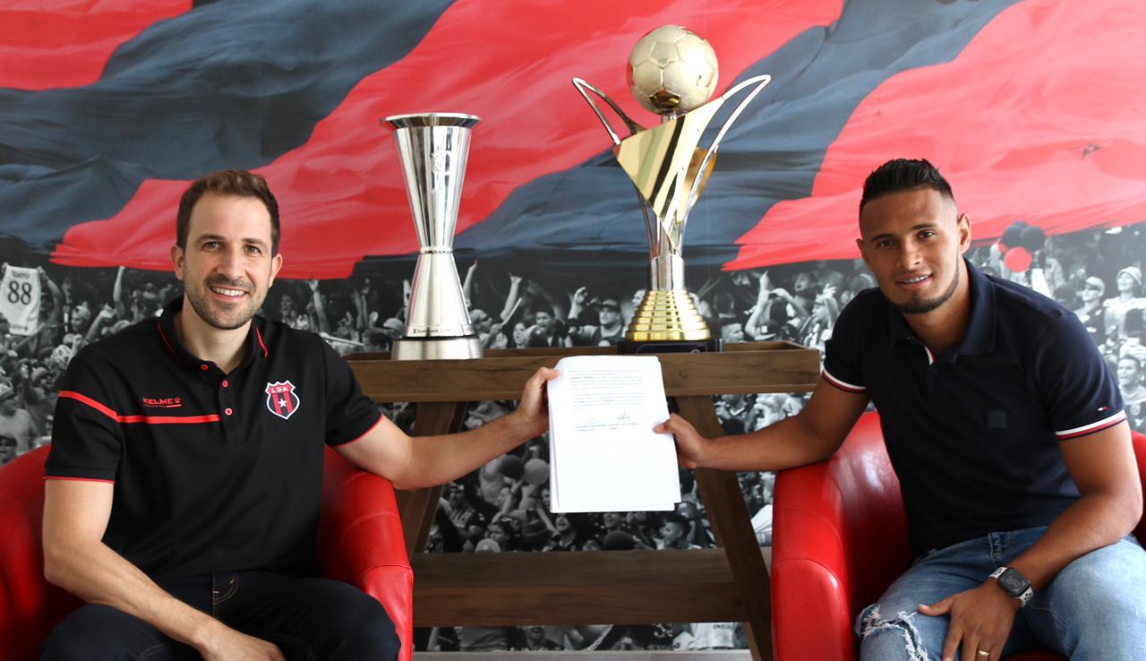 Alajuelense amplió contrato con el hondureño Alex López hasta junio de 2024.