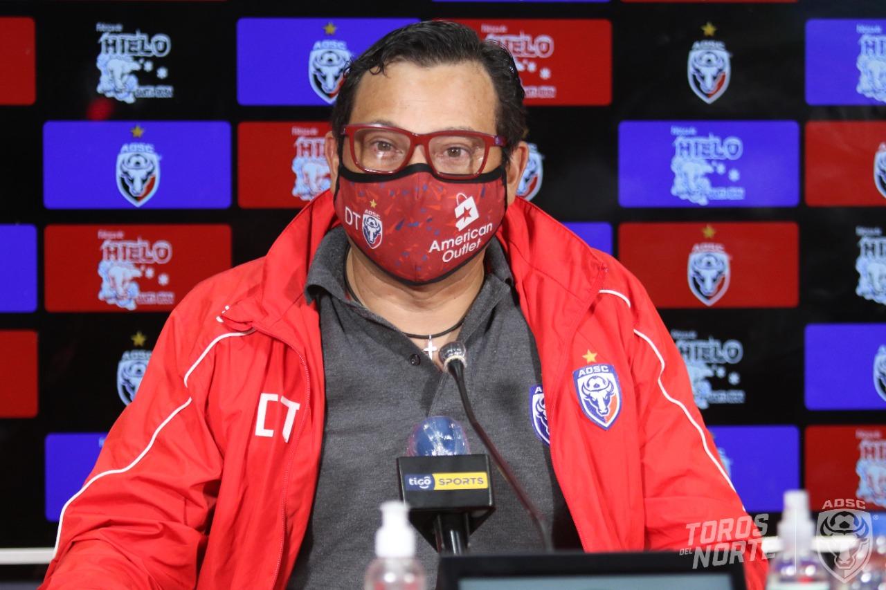 Jeaustin Campos ya no es más el técnico de San Carlos.