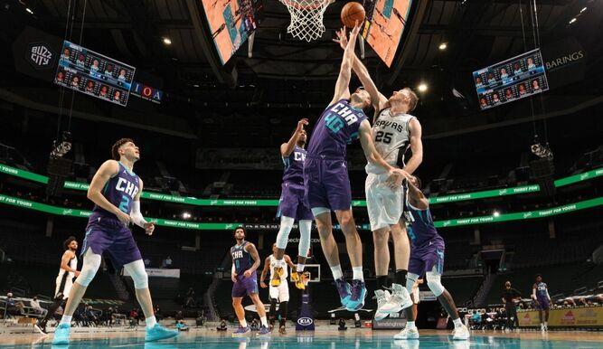 La NBA suspende 5 partidos por brote de coronavirus y ya suma 30 desde diciembre.