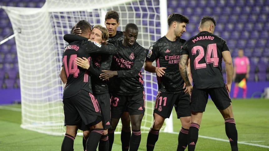 """Real Madrid derrotó a domicilio al Valladolid y ya le """"respira en la nuca"""" al Atlético."""