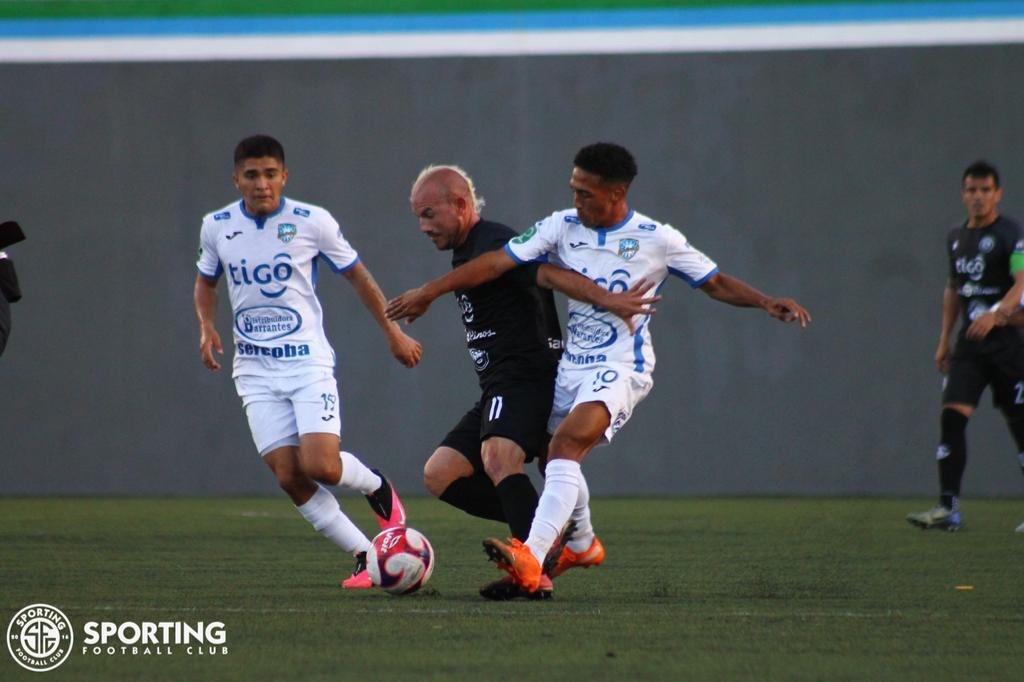 Empate a cero gigante en el Ernesto Rohrmoser entre Sporting FC y Jicaral.