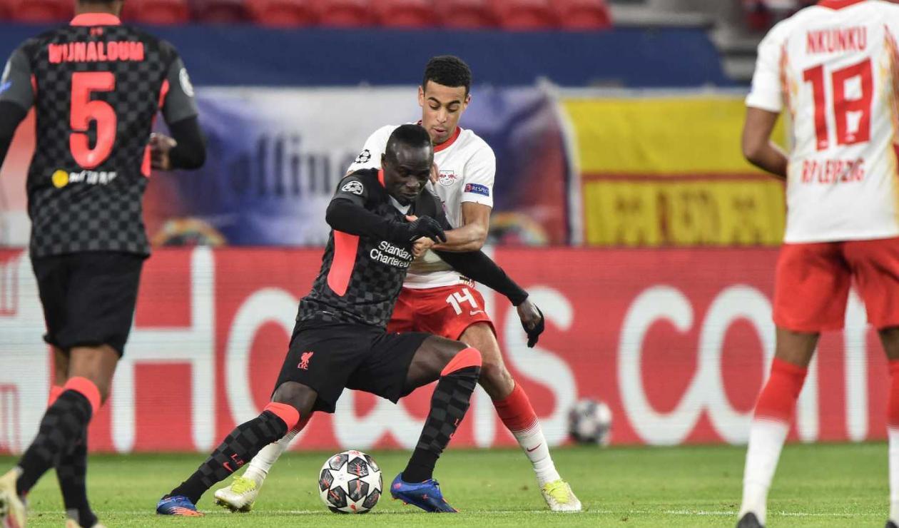 Liverpool derrotó como visitante a Leipzig y tiene pie y medio en cuartos de final de Champions.