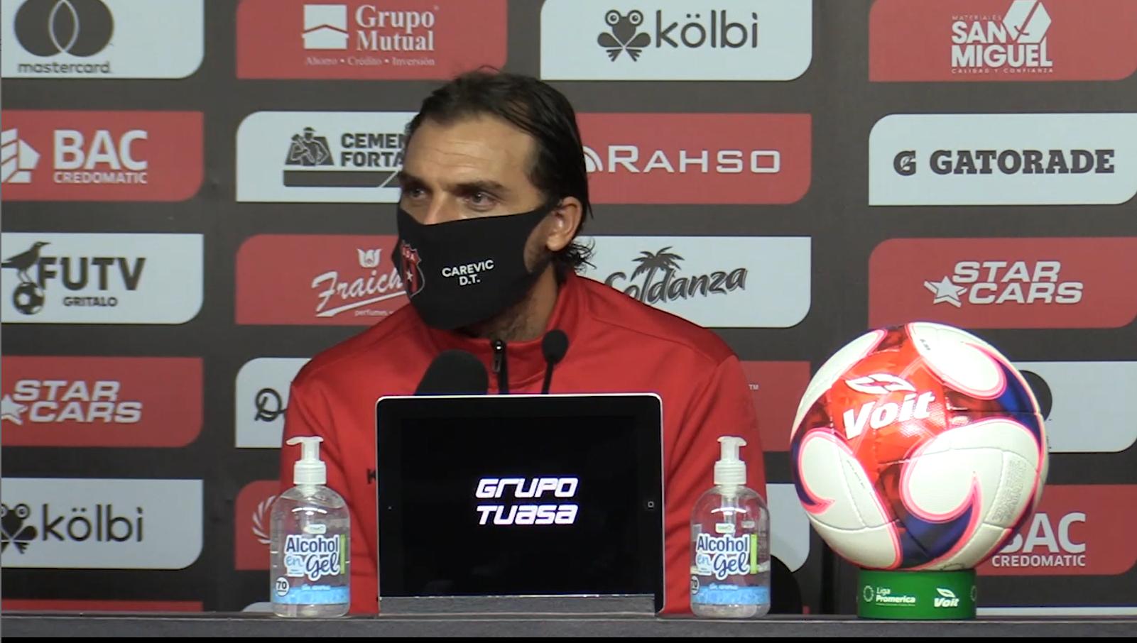 """Andrés Carevic: """"Si queremos que el fútbol crezca aquí en Costa Rica para poder competir internacionalmente hay que darle más fluidez al juego""""."""