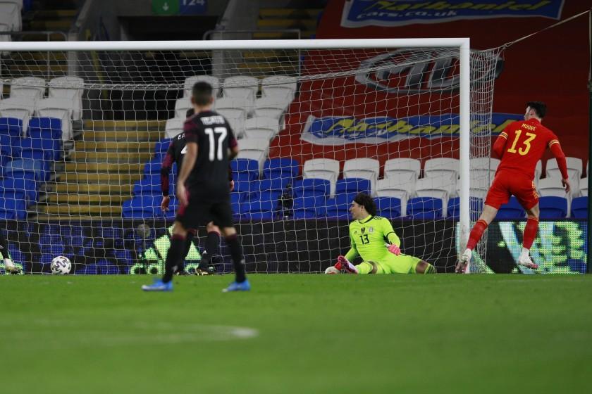 México perdió ante Gales en partido amistoso.