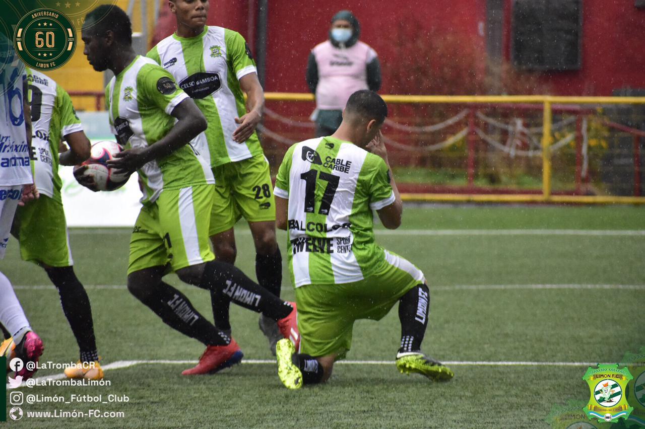 Limón FC remonta en el epílogo y le corta alas a Jicaral que suma 4 juegos sin ganar.