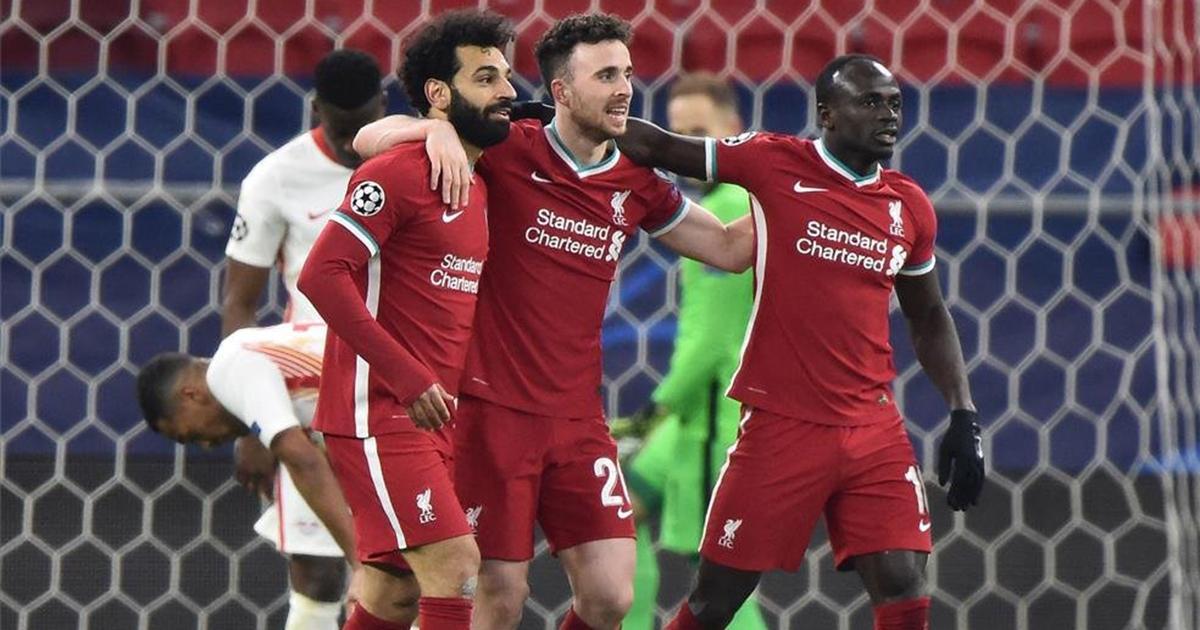 Liverpool la pasa mal en la Premier, pero brilla en la Champions League.