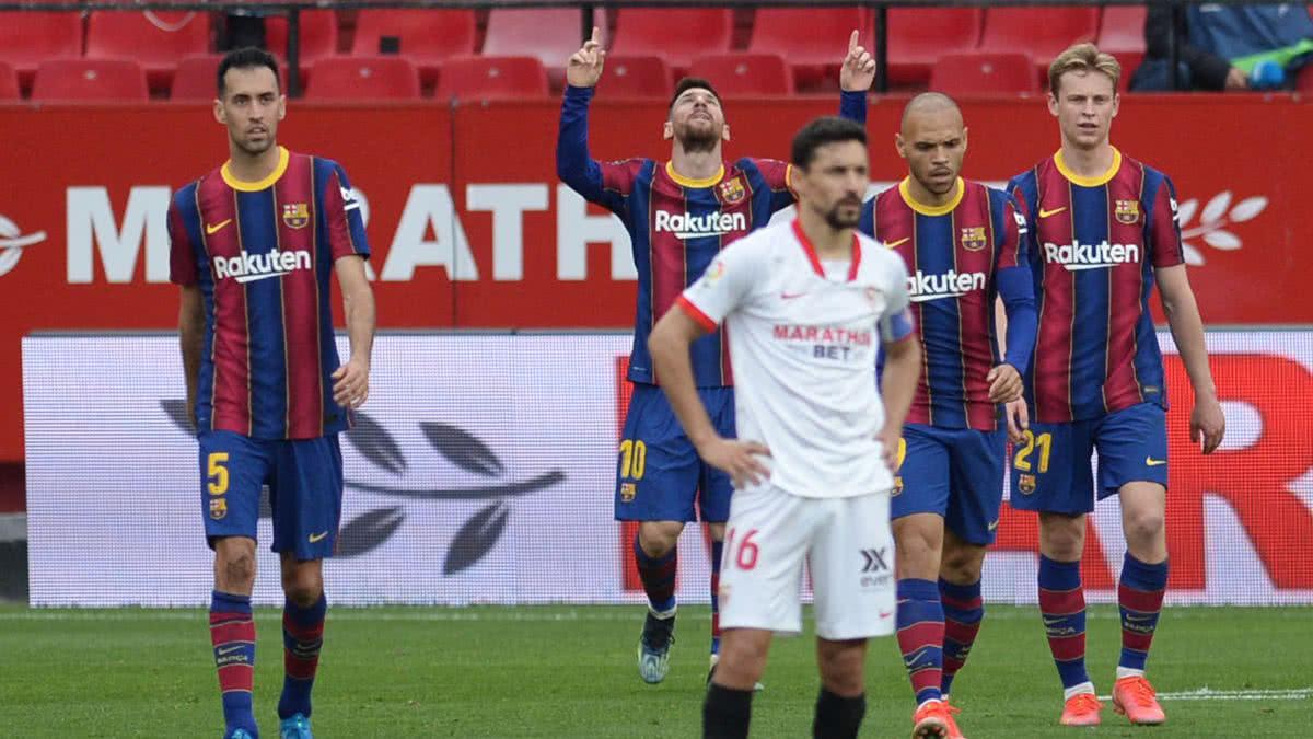 Barcelona derrotó al Sevilla y sigue metido en la carrera por el título.