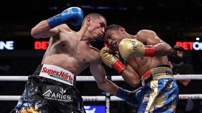 """Estrada derrotó con decisión dividida al """"Chocolatito"""" González y unificó cinturones en el peso supermosca."""