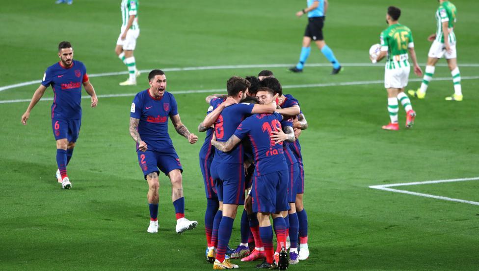 El Atlético salva el liderato con un empate ante el Betis.