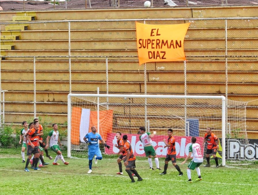 Carmelita golpea en la ida de las semifinales al Puntarenas FC.