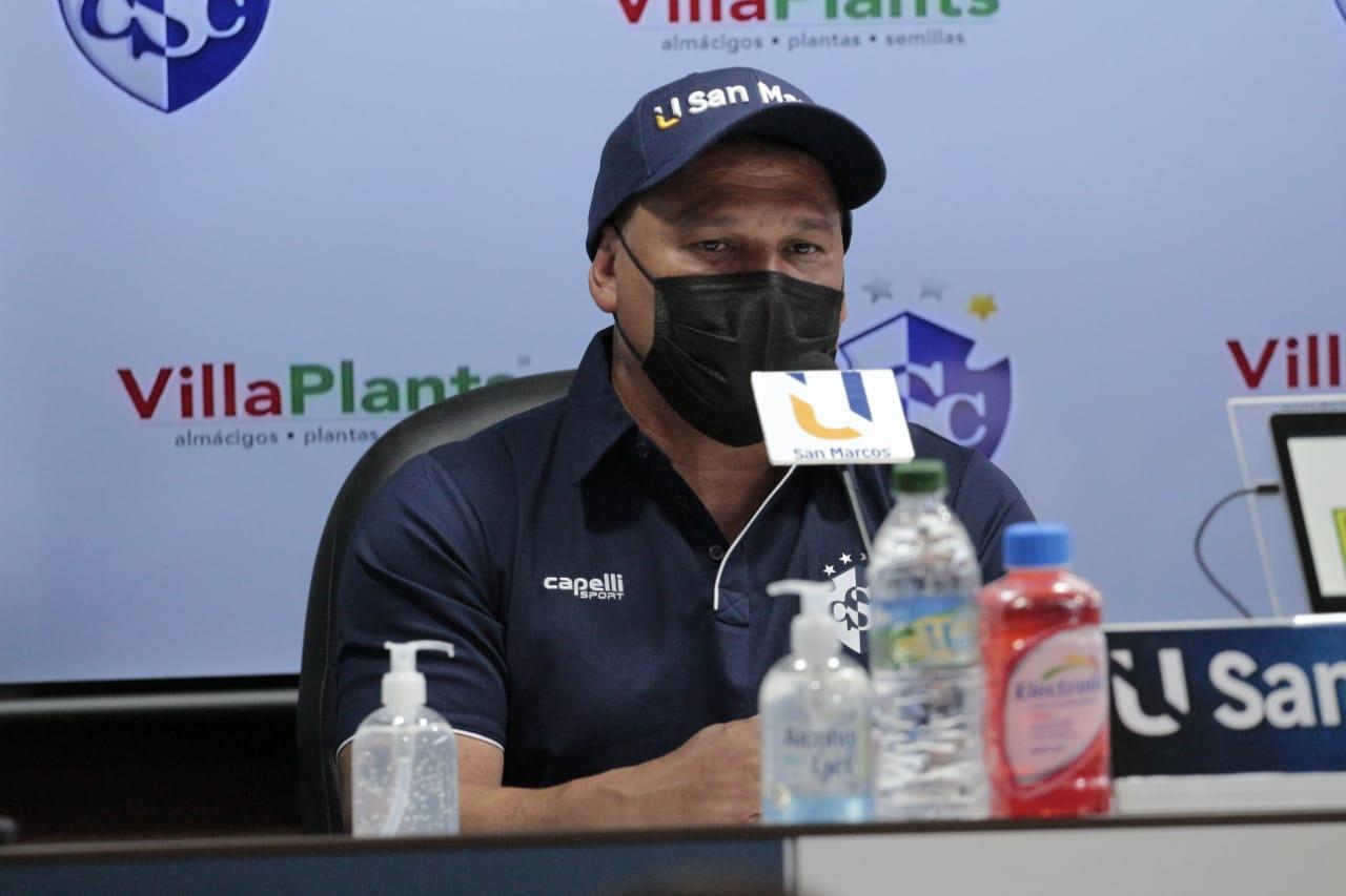 Geiner Segura fue presentado como nuevo director técnico del Cartaginés.