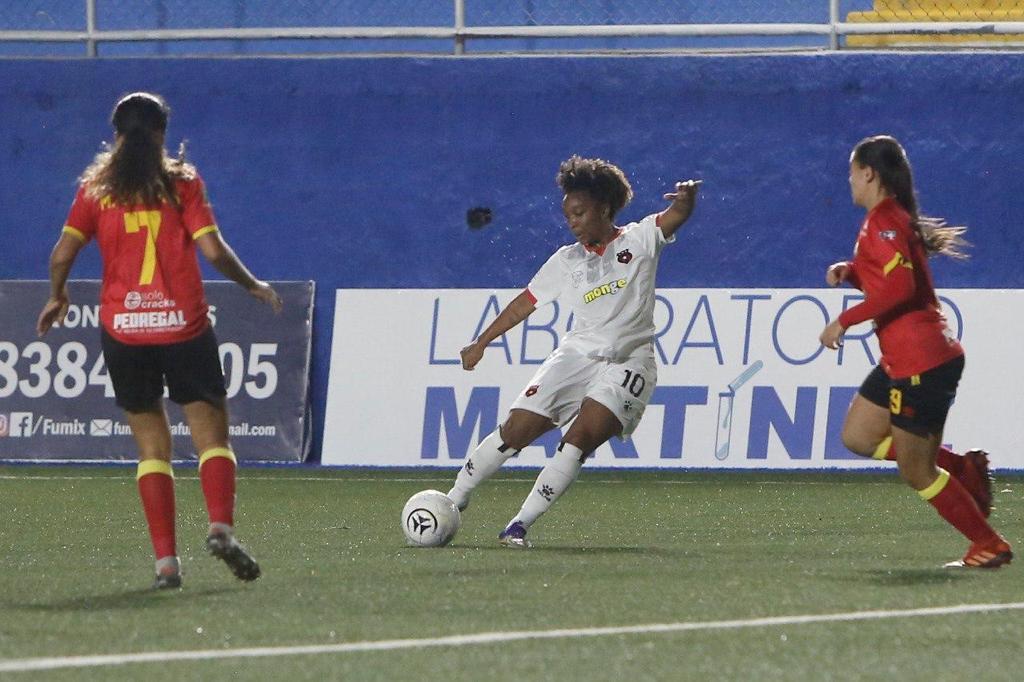 Herediano y Alajuelense empataron sin goles en el fútbol femenino.