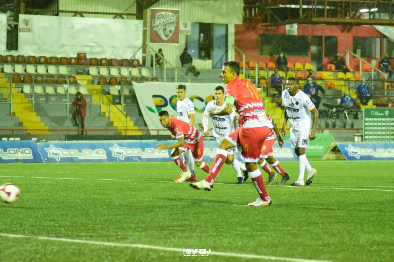 ¡Balón parado protagonista! Santos y Herediano empataron en Guápiles.