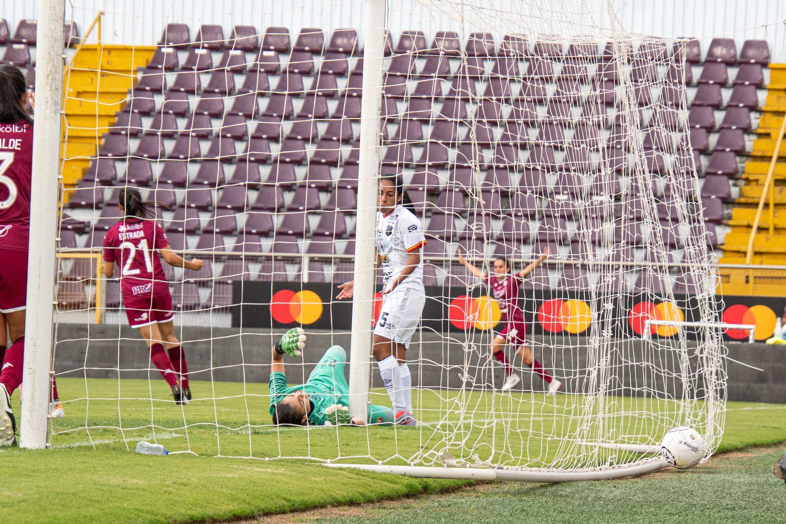 Saprissa derrota al campeón y retoma el liderato en el fútbol femenino.