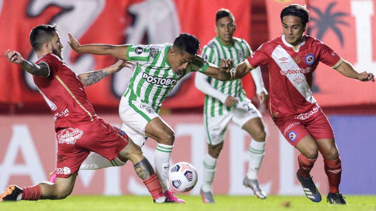 Atlético Nacional de Guimaraes, perdió con Argentinos Juniors y se complica en la Libertadores.