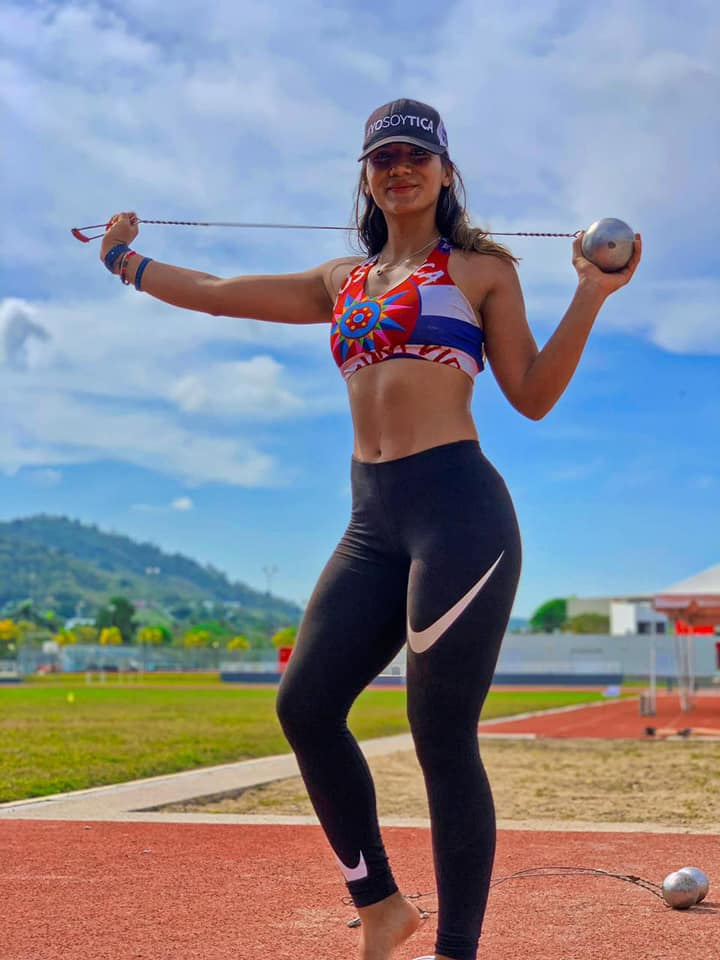 Daniela Cortés impone récord nacional de lanzamiento de martillo.