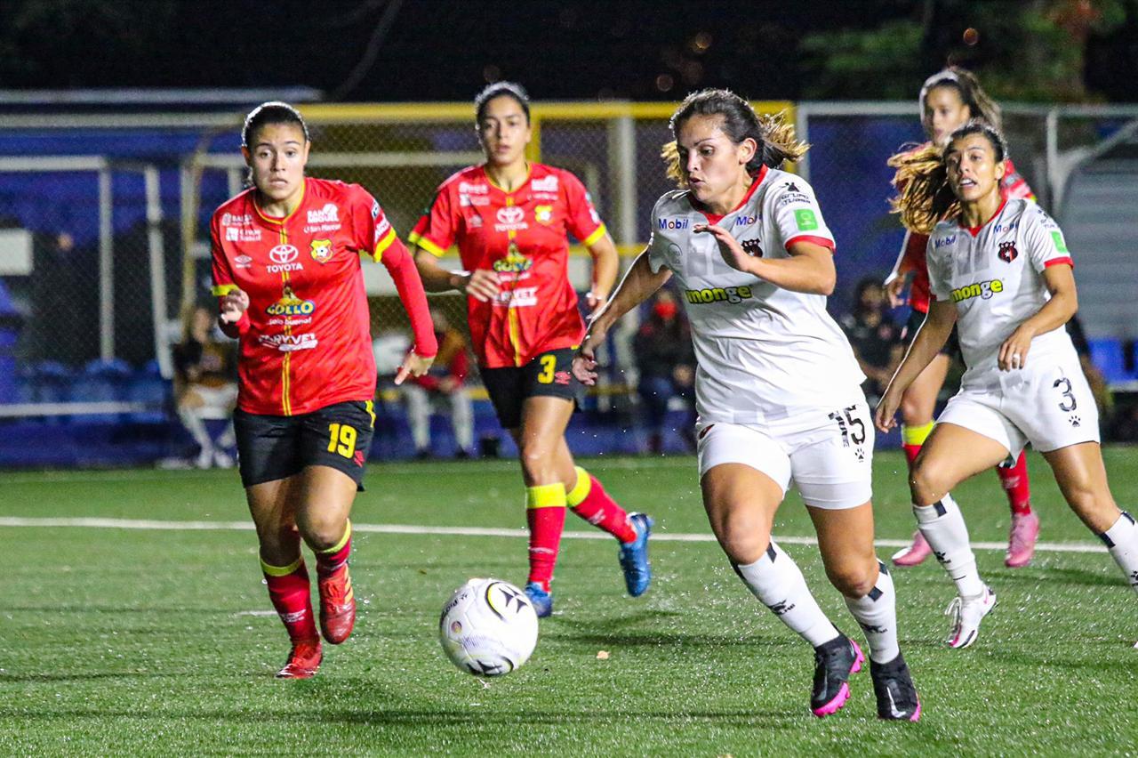 Herediano y Alajuelense empataron en la ida de la final del Apertura 2020.