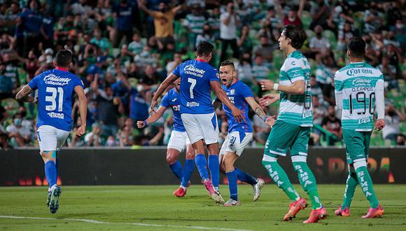 Cruz Azul golpea al Santos en la ida de la final de la Liga MX.