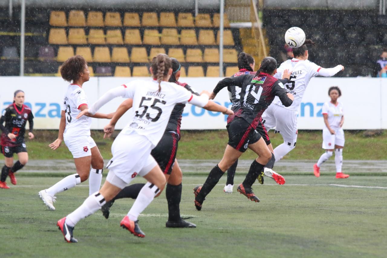 Alajuelense, con un juego más que el Saprissa, asume el liderato del Torneo Femenino.
