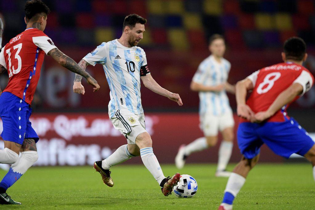 Argentina no pudo con la resistencia chilena y no pasó del empate en casa.