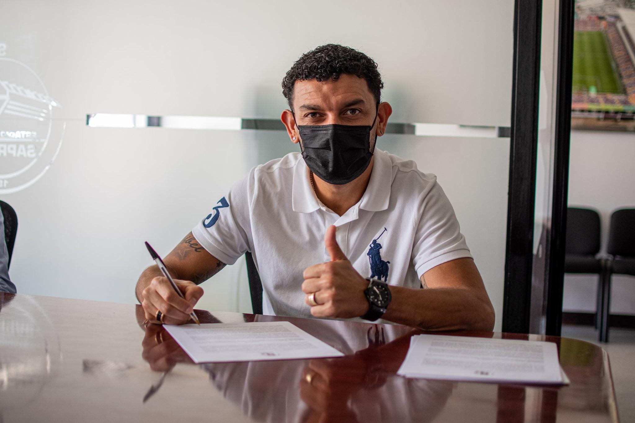 Saprissa renueva a Michael Barrantes por seis meses más.